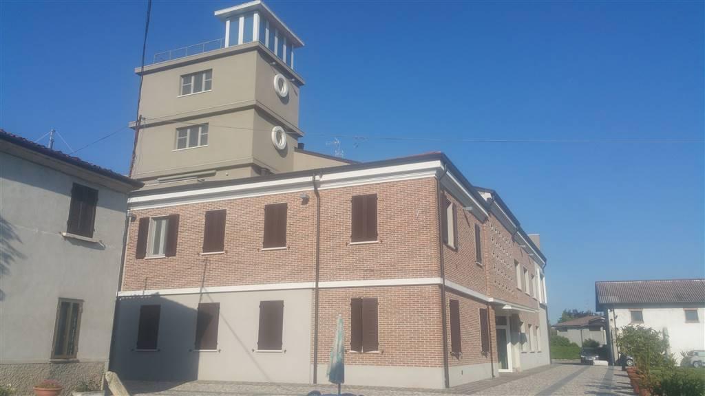 Negozio / Locale in affitto a Porto Mantovano, 4 locali, zona Zona: Sant'Antonio (capoluogo), prezzo € 470 | CambioCasa.it
