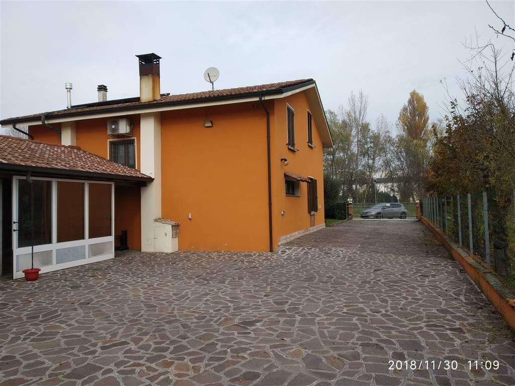 Villa, San Giacomo, Guastalla, seminuova