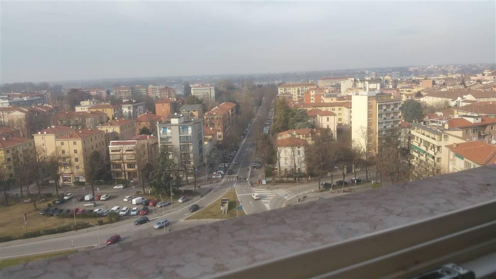 in Piazzale Gramsci palazzo denominato  Grattacielo , AFFITTIAMO appartamento 11° piano , 100 Mq, vuoto, composto da ingresso con cartongesso e