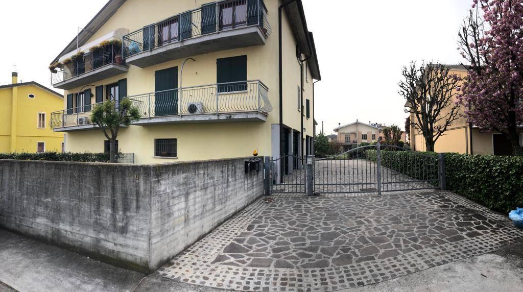 Trilocale, Levata, Curtatone
