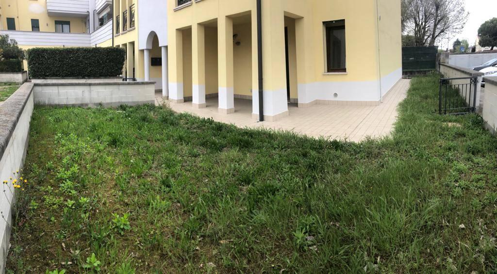 Appartamento in vendita a Porto Mantovano, 4 locali, zona Zona: Sant'Antonio (capoluogo), prezzo € 139.000 | CambioCasa.it