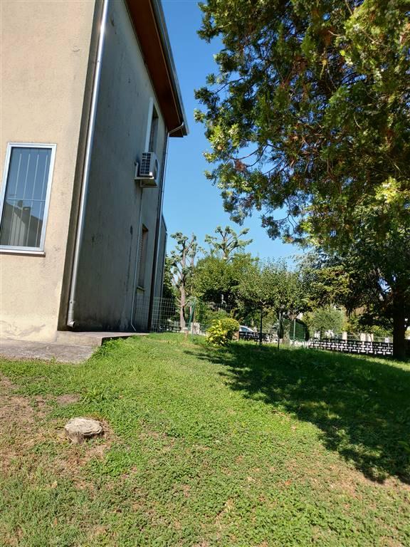 Appartamento in vendita a Quistello, 4 locali, prezzo € 105.000 | CambioCasa.it