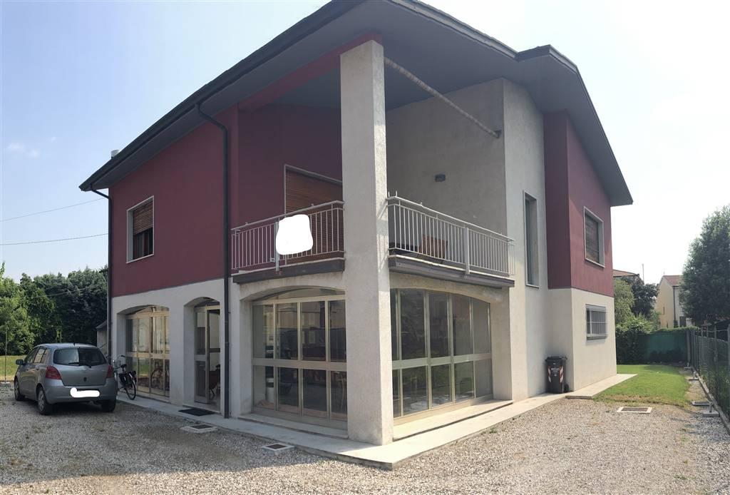 Casa singola, Frassino, Mantova, ristrutturata