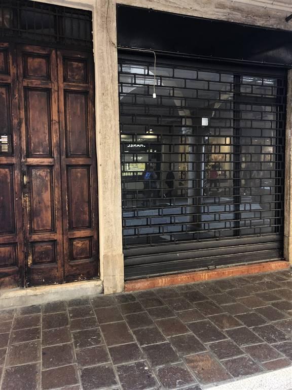 Immobile Commerciale in affitto a Mantova, 2 locali, zona Zona: Centro storico, prezzo € 700   CambioCasa.it