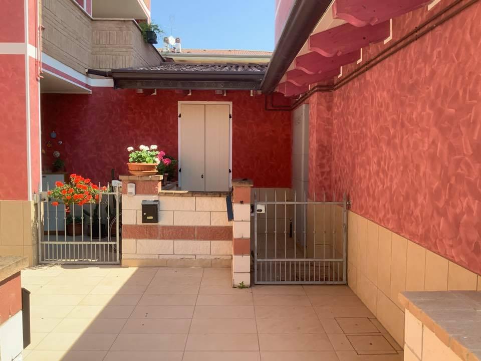 Appartamento in vendita a Curtatone, 3 locali, zona Località: VILLAGGIO EREMO, prezzo € 70.000 | CambioCasa.it