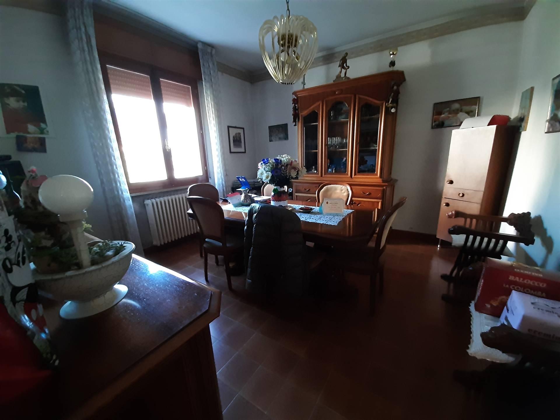 Soluzione Indipendente in vendita a Guastalla, 7 locali, prezzo € 280.000   CambioCasa.it