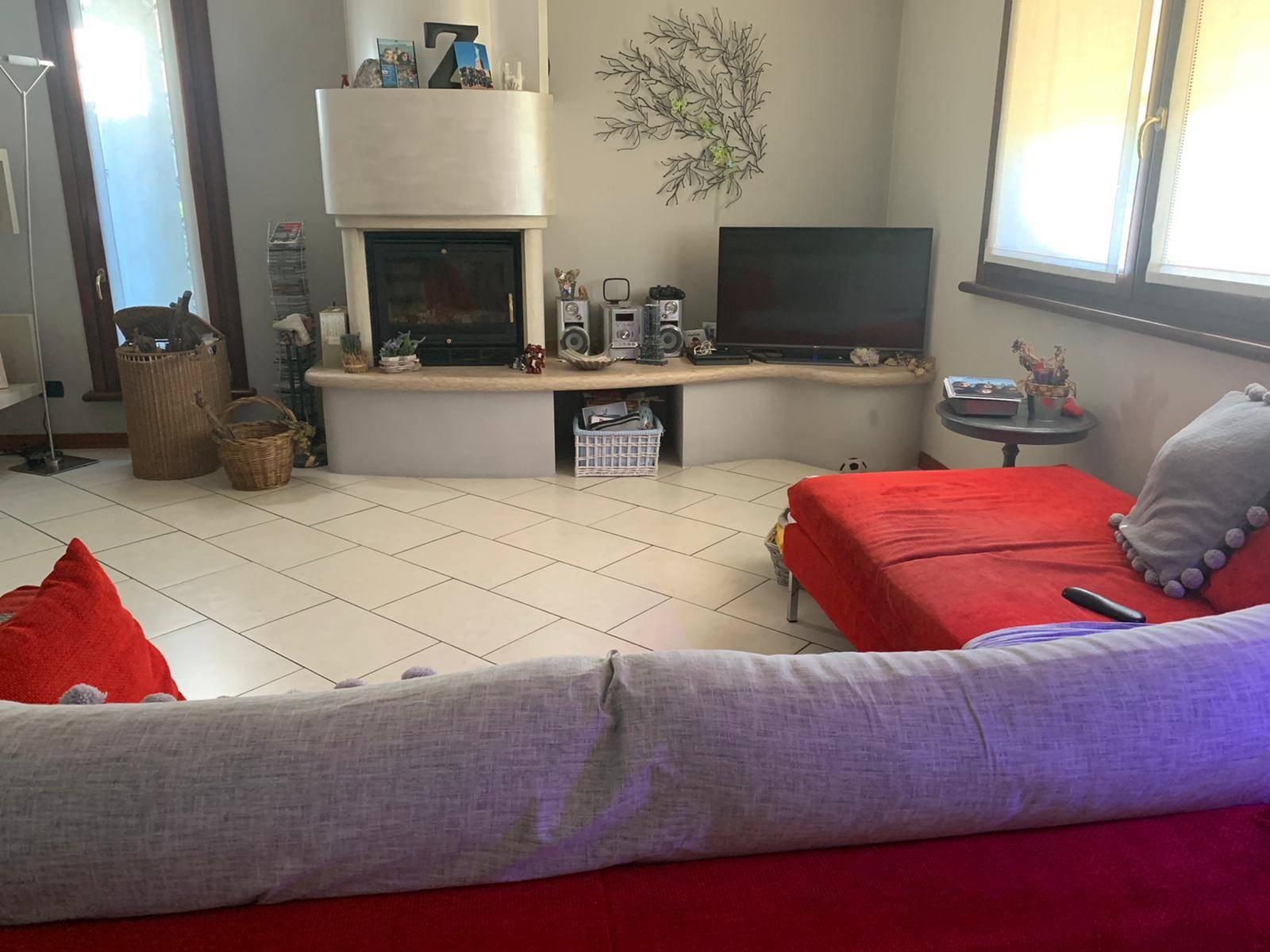 Villa in vendita a Suzzara, 5 locali, prezzo € 280.000 | CambioCasa.it