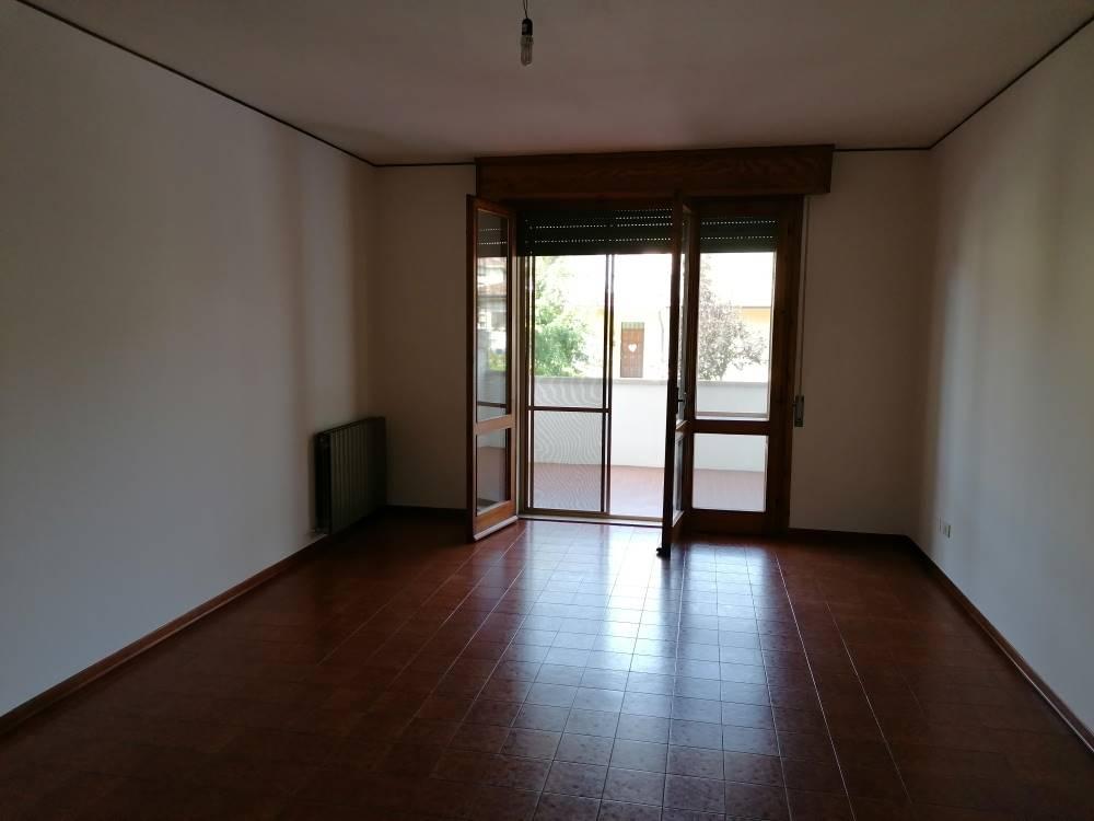 Appartamento in affitto a Suzzara, 4 locali, prezzo € 550 | CambioCasa.it