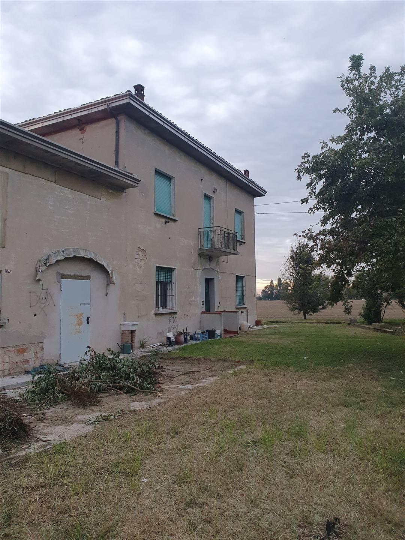 Rustico / Casale in vendita a Moglia, 8 locali, zona Località: COAZZE, prezzo € 49.000 | CambioCasa.it