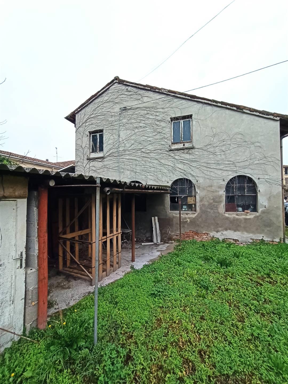 Villa in vendita a Motteggiana, 8 locali, prezzo € 76.000 | CambioCasa.it