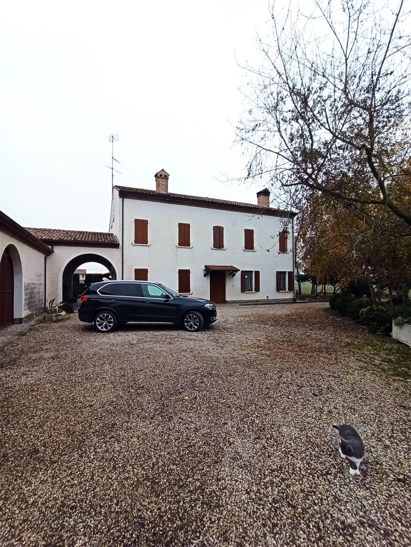 Villa in vendita a Suzzara, 13 locali, Trattative riservate | CambioCasa.it