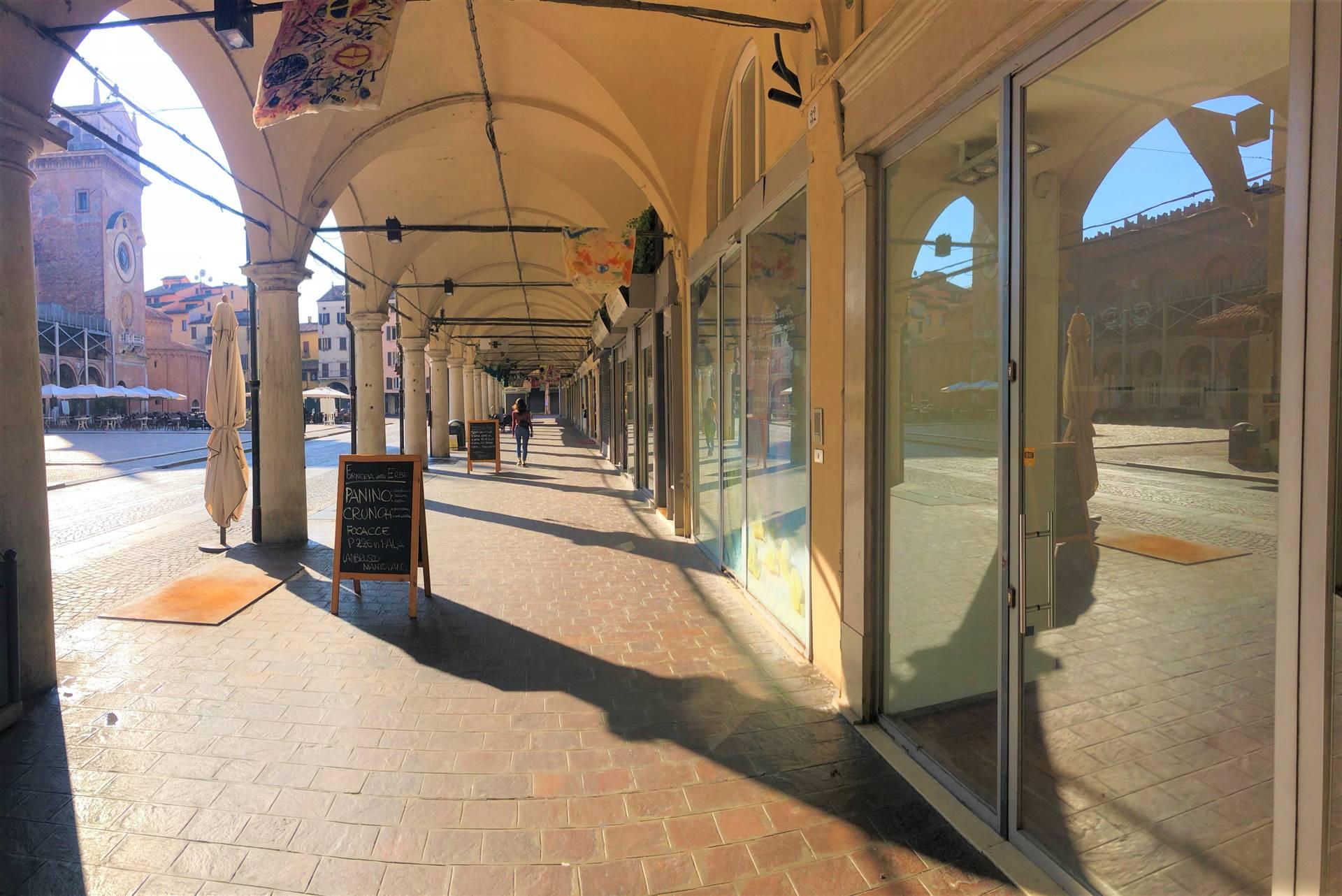 Negozio / Locale in affitto a Mantova, 12 locali, zona ro storico, prezzo € 5.000 | PortaleAgenzieImmobiliari.it
