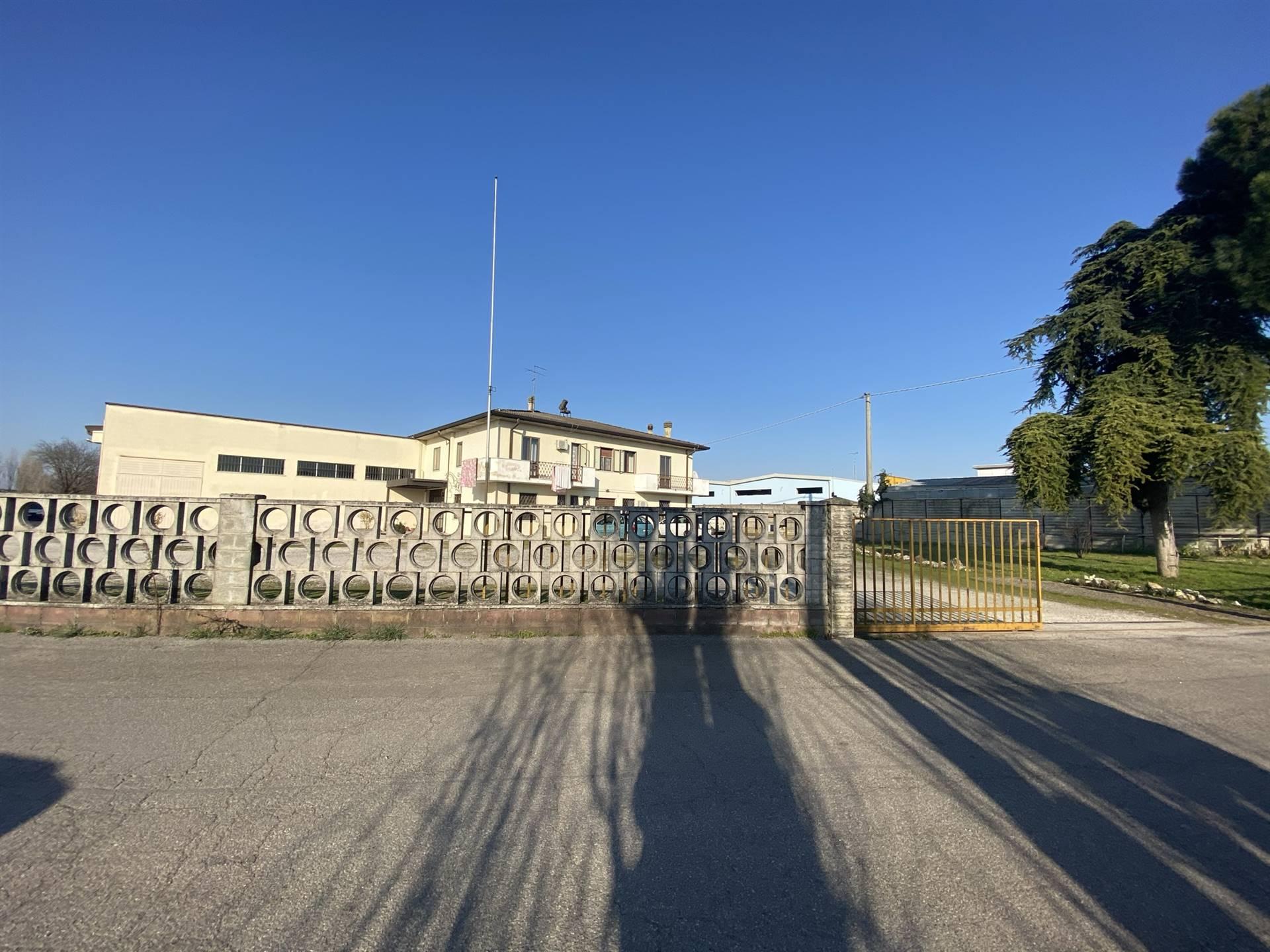 Capannone in vendita a Porto Mantovano, 3 locali, zona Zona: Sant'Antonio (capoluogo), prezzo € 350.000 | CambioCasa.it