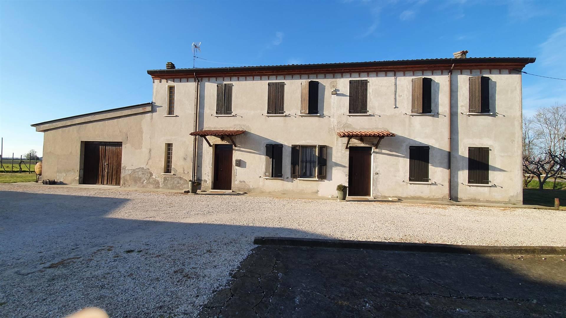 Rustico / Casale in vendita a San Benedetto Po, 10 locali, prezzo € 350.000 | CambioCasa.it