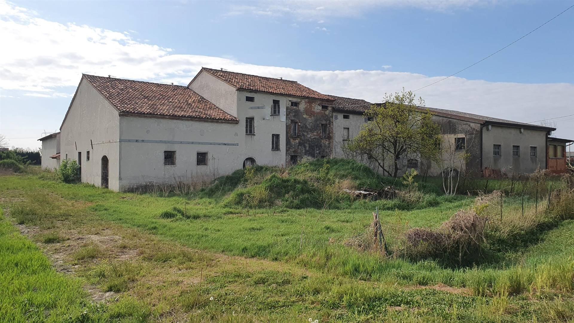 Rustico / Casale in vendita a San Benedetto Po, 10 locali, prezzo € 150.000 | CambioCasa.it