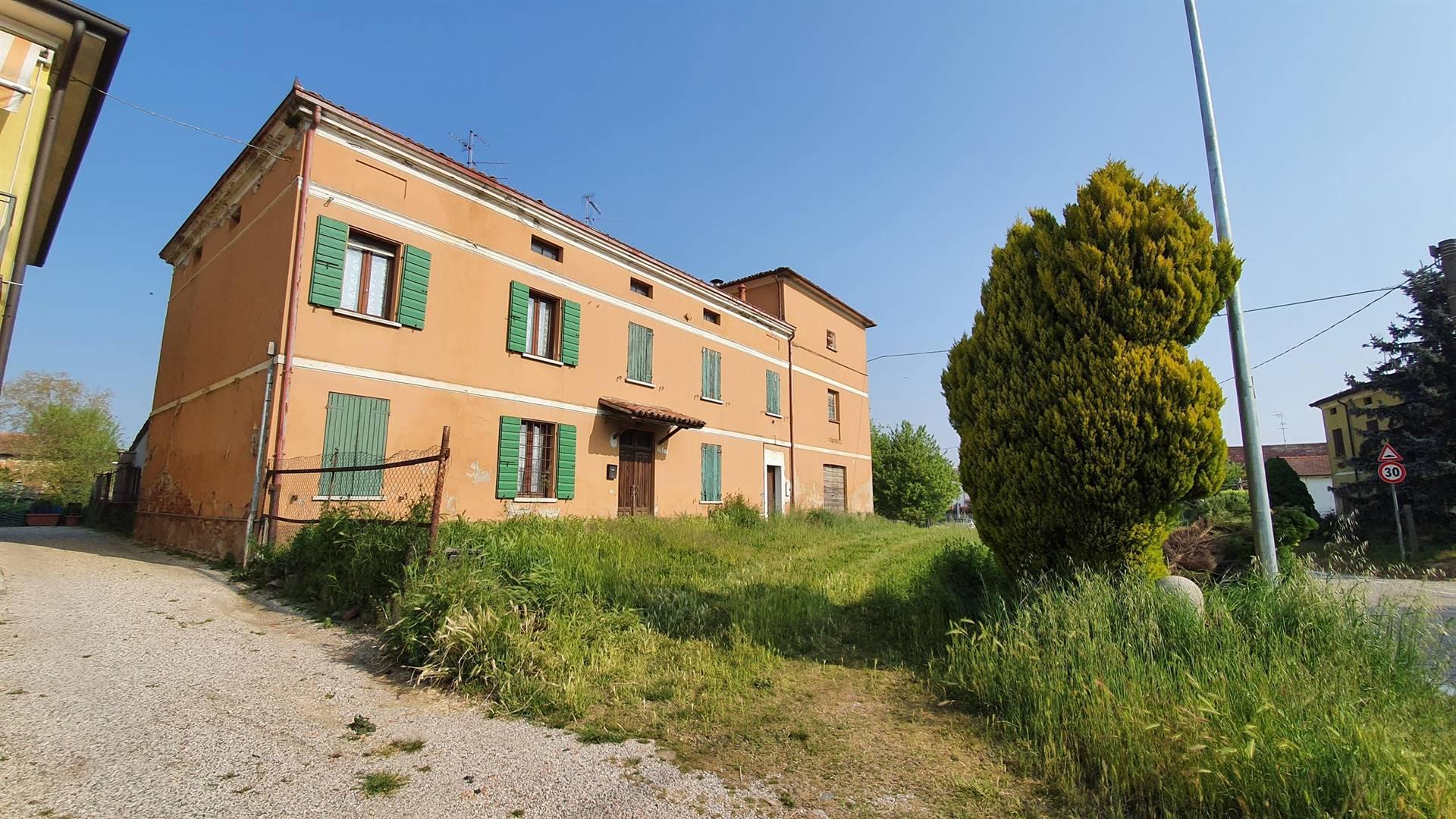 Soluzione Indipendente in vendita a Bagnolo San Vito, 18 locali, zona Zona: Correggio Micheli, prezzo € 120.000 | CambioCasa.it