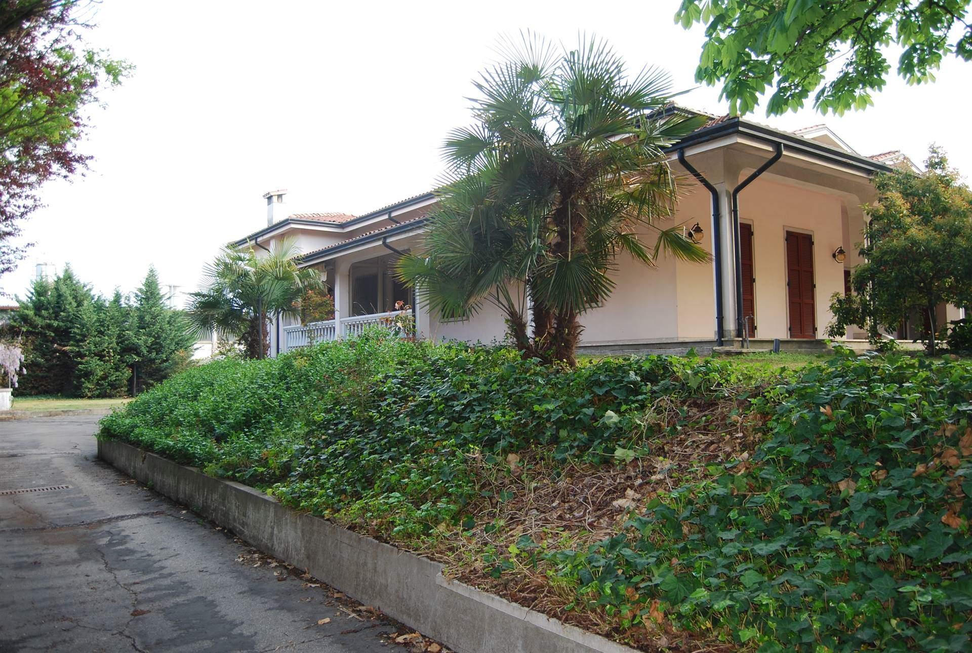 Villa Bifamiliare in vendita a Poggio Rusco, 12 locali, prezzo € 250.000 | CambioCasa.it