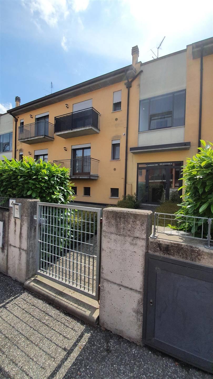 Appartamento in vendita a Pegognaga, 6 locali, zona sine, prezzo € 89.000 | PortaleAgenzieImmobiliari.it