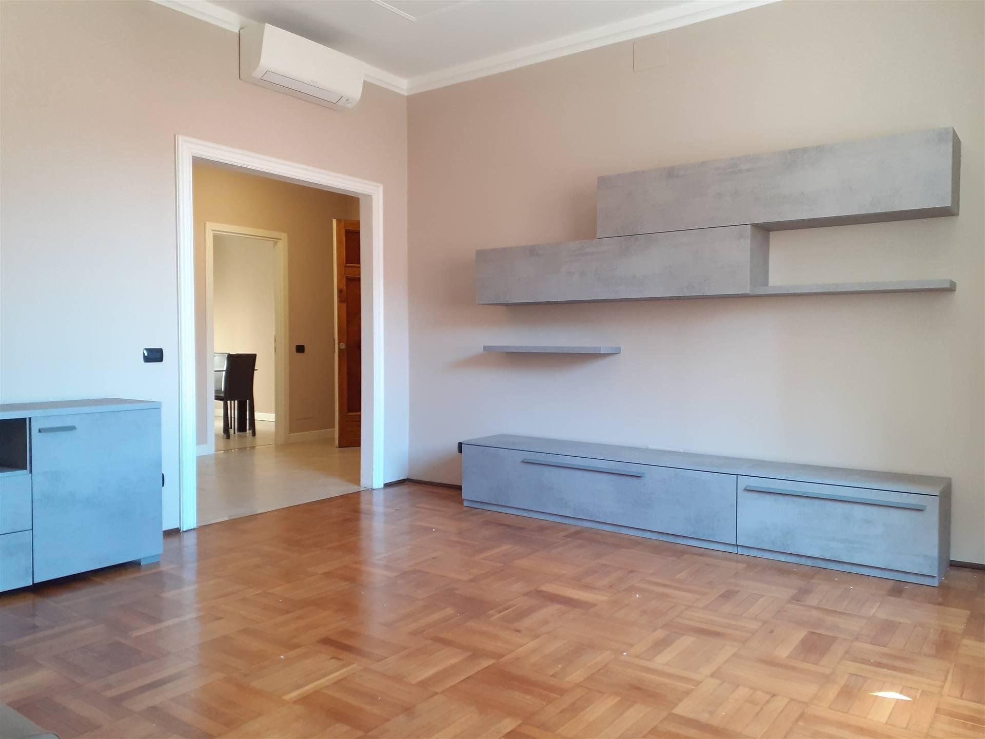 Appartamento in affitto a Mantova, 5 locali, zona Zona: Centro storico, Trattative riservate | CambioCasa.it