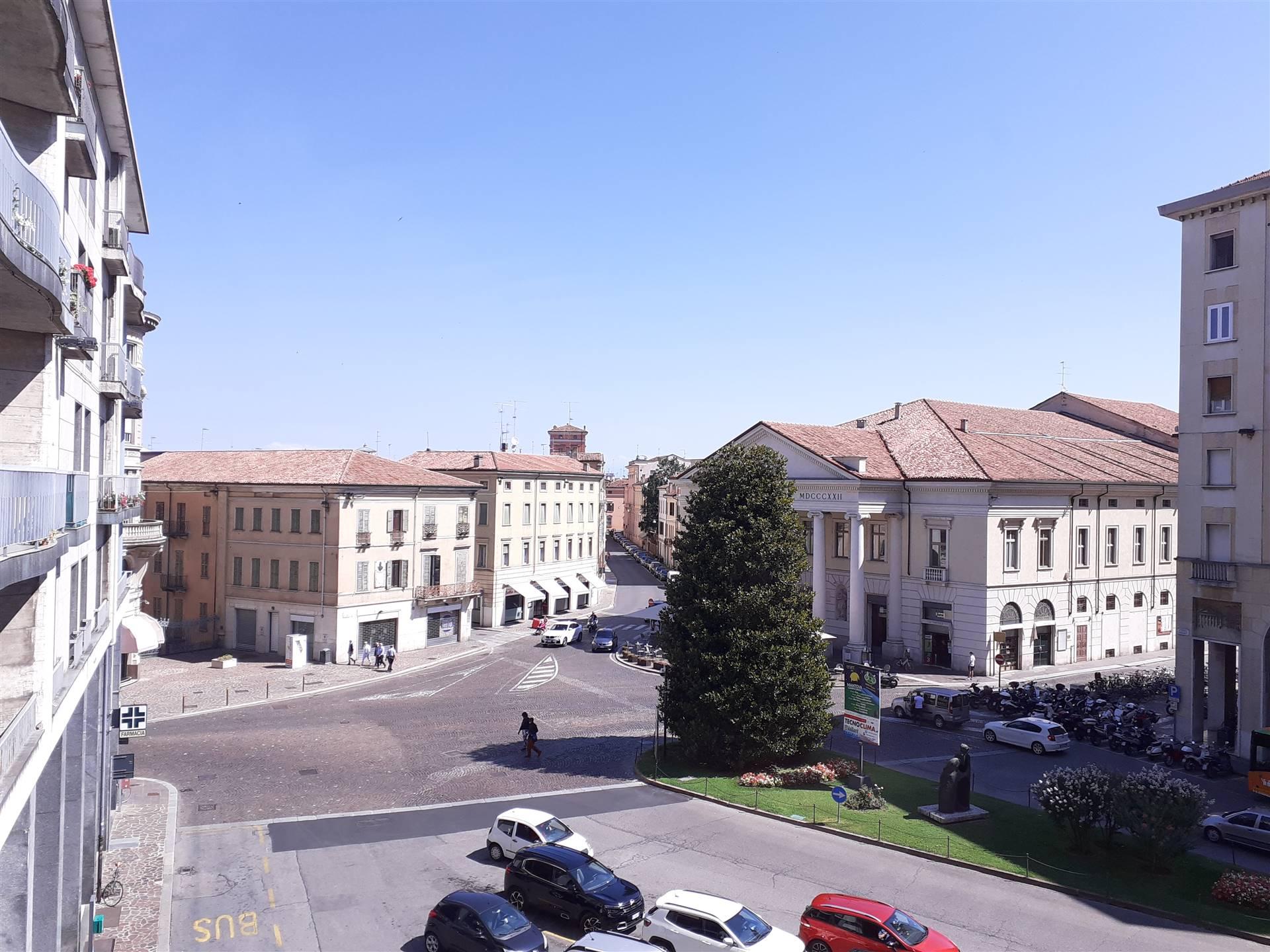 Appartamento in affitto a Mantova, 6 locali, zona Zona: Centro storico, Trattative riservate | CambioCasa.it