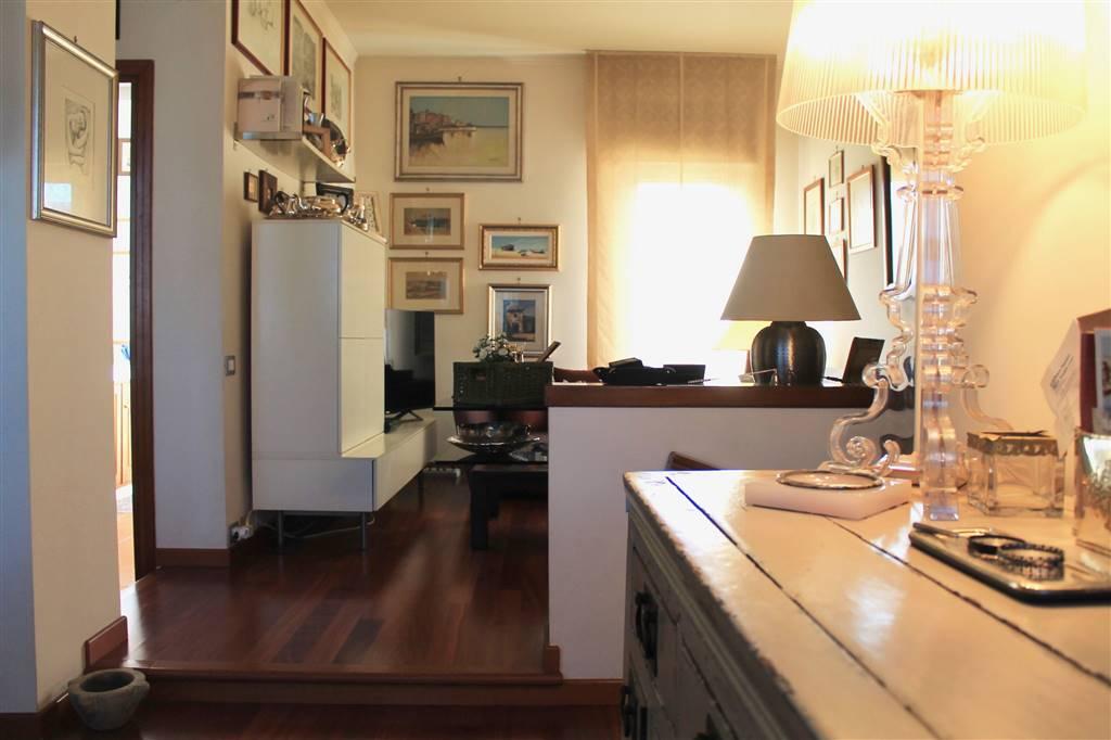 Appartamento indipendente in Via Pindaro, Axa, Casalpalocco, Vitinia, Acilia, Roma