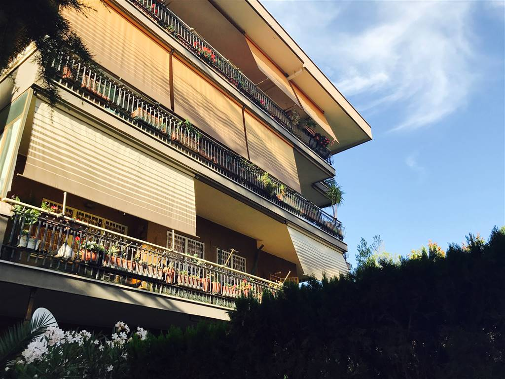 Appartamento in Via Della Repubblica, Ciampino