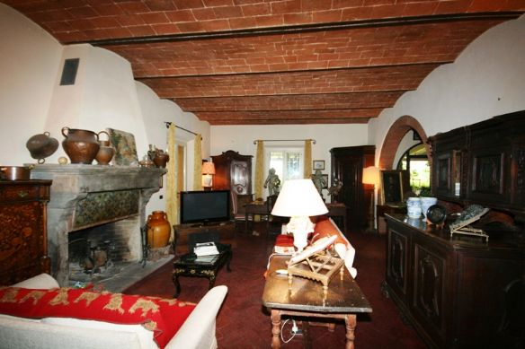 Rustici casali a castagneto carducci in vendita e affitto for Interni rustici
