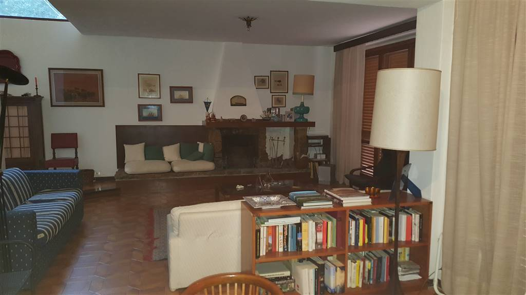 NOSTRA ESCLUSIVA QUERCIANELLA VILLA VISTA MARE disposta su tre livelli tutti abitabili composta da ampio ingresso tinello con cucina salone con