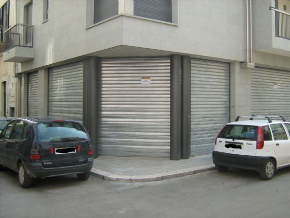 Immobile Commerciale in affitto a Altamura, 9999 locali, prezzo € 3.200   CambioCasa.it