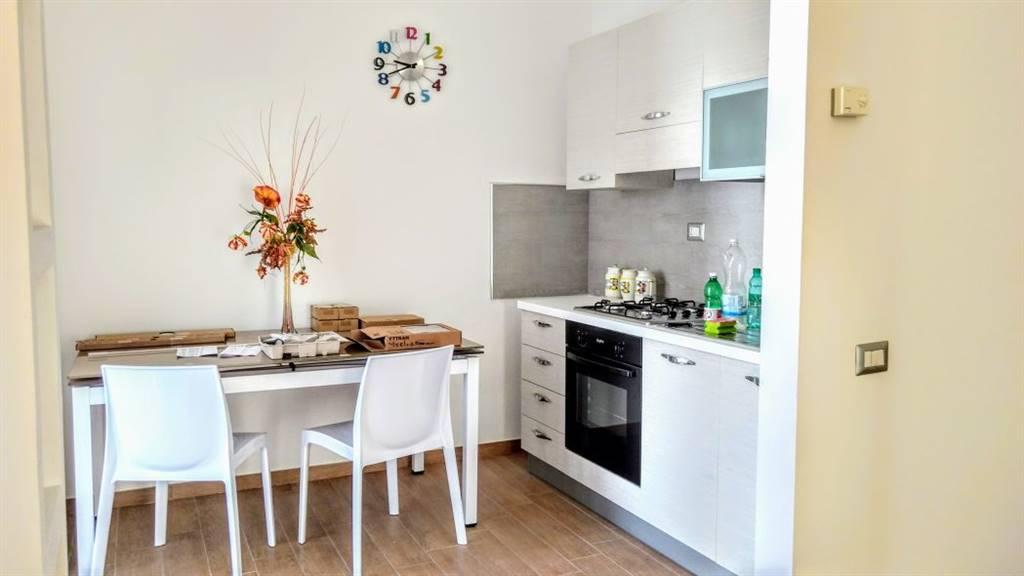 Appartamento in affitto a Matera, 4 locali, prezzo € 1.000 | CambioCasa.it