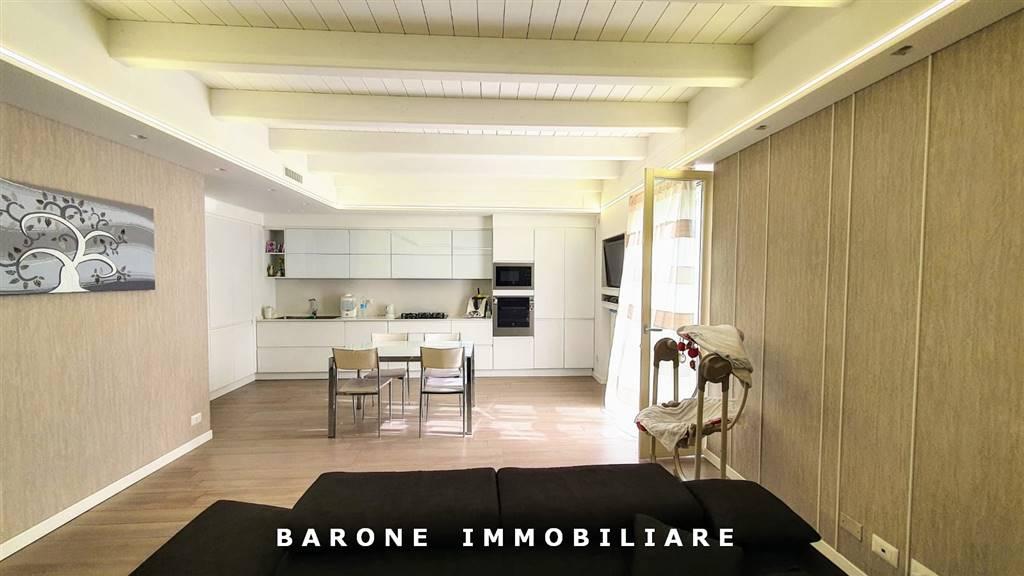 Appartamento in vendita a Altamura, 4 locali, zona Località: CENTRO STORICO, prezzo € 235.000 | CambioCasa.it