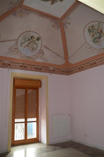 Palazzo / Stabile in vendita a Lavello, 8 locali, prezzo € 120.000 | PortaleAgenzieImmobiliari.it