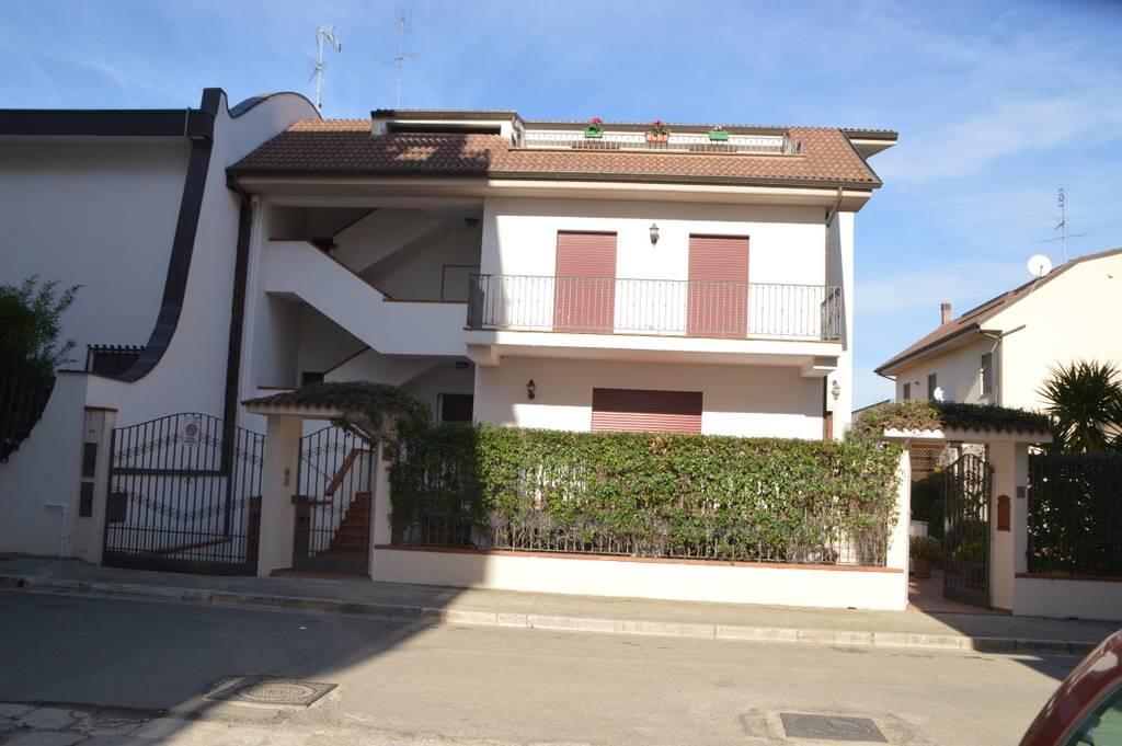 Appartamento in vendita a Lavello, 7 locali, prezzo € 325.000 | PortaleAgenzieImmobiliari.it