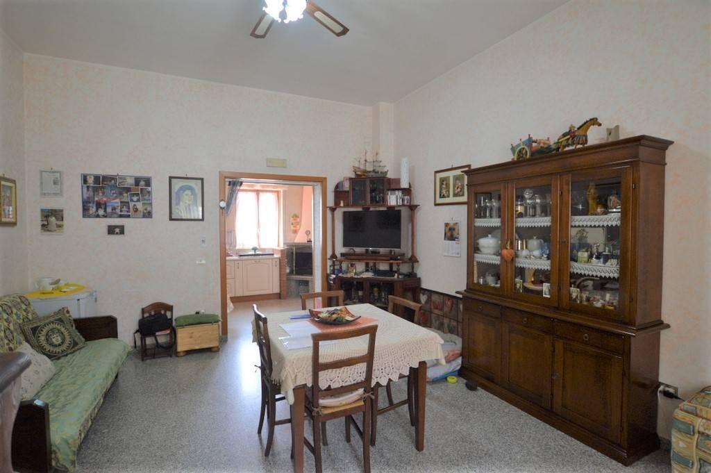 Soluzione Indipendente in vendita a Lavello, 6 locali, prezzo € 97.000 | PortaleAgenzieImmobiliari.it