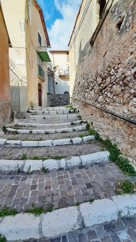 Via L'Aquila, accesso da Via Oberdan