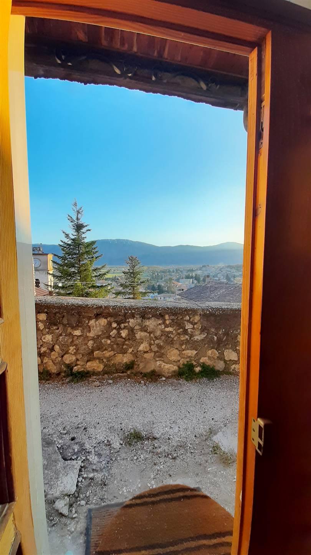 vista dalla porta d'ingresso