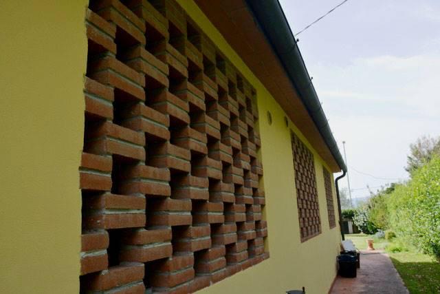 particolare esterno facciata lato cucina