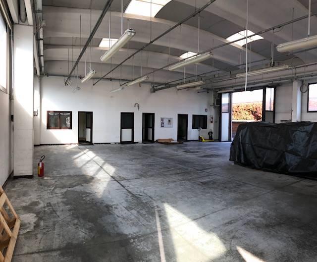 AGLIANA, Capannone industriale in vendita di 412 Mq, Ottime condizioni, Riscaldamento Autonomo, Classe energetica: G, composto da: 1 Vano, 2 Bagni,