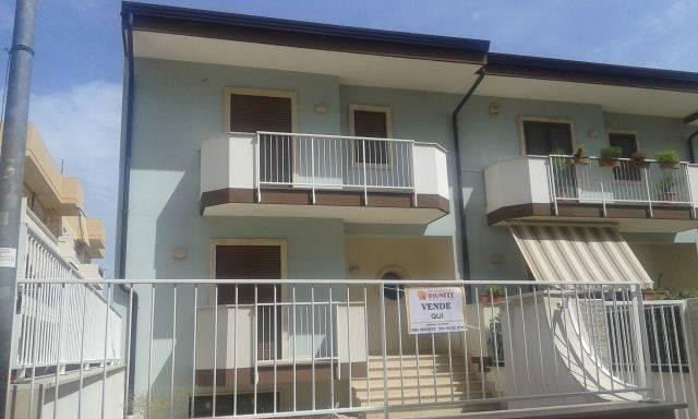 Villa a schiera in Via La Quacquera, Turi