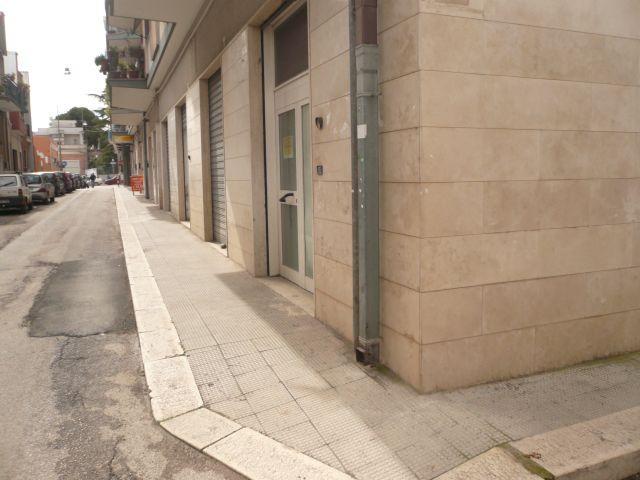 Negozio / Locale in affitto a Adelfia, 9999 locali, zona Zona: Canneto, prezzo € 300 | CambioCasa.it