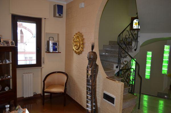 Casa singola, Montrone, Adelfia, ristrutturata
