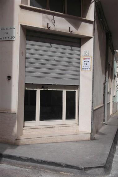 Immobile Commerciale in affitto a Adelfia, 1 locali, zona Zona: Canneto, prezzo € 400 | CambioCasa.it
