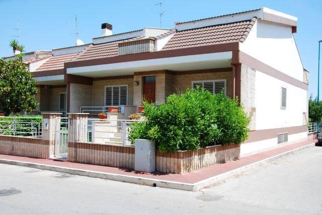 Villa a schiera in Via Della Repubblica 75, Montrone, Adelfia