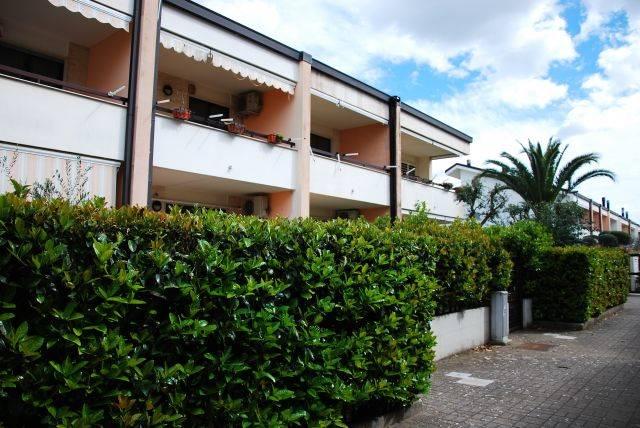 Villa a schiera in Via Della Costituente 3, Montrone, Adelfia