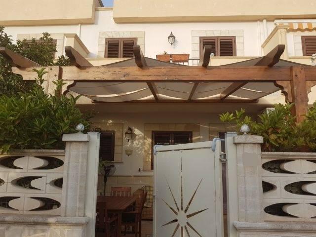 Villa in vendita a Maruggio, 3 locali, zona Località: CAMPOMARINO, prezzo € 135.000 | CambioCasa.it