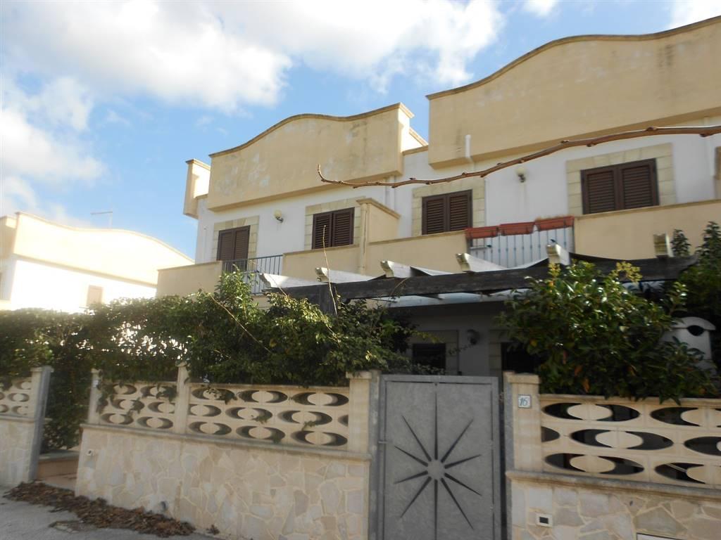 Villa in vendita a Maruggio, 3 locali, zona Località: CAMPOMARINO, prezzo € 145.000 | CambioCasa.it