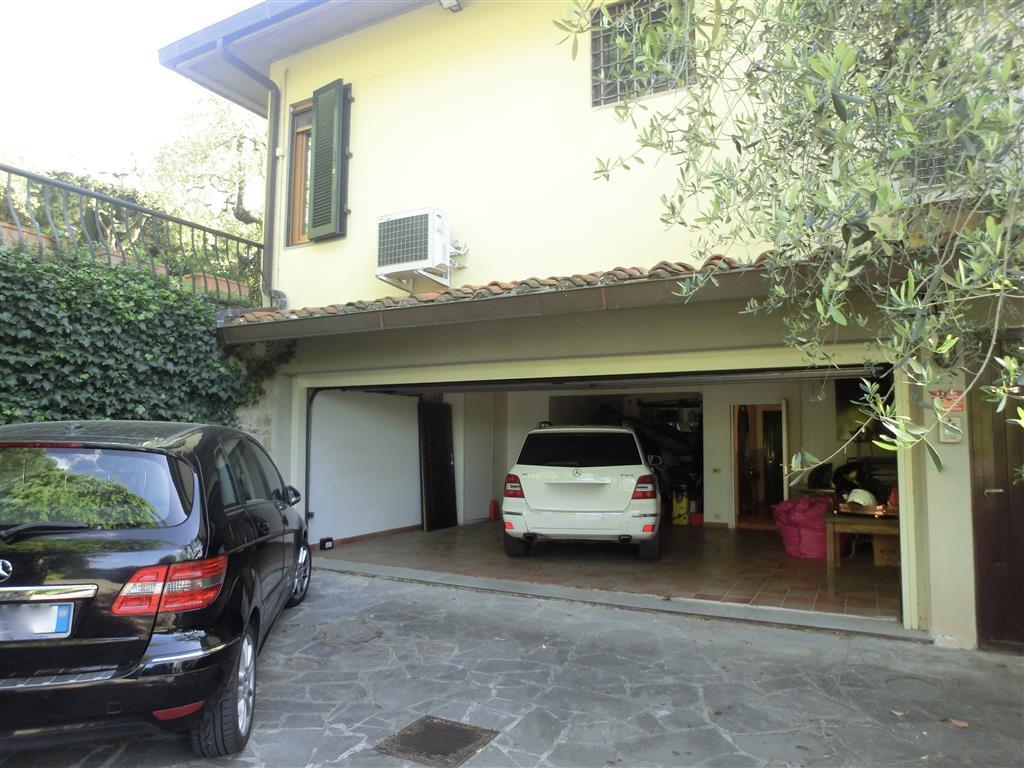 Vendita villa bolognese firenze in ottime condizioni for Garage autonomo