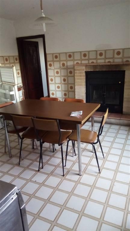 Soluzione Indipendente in affitto a Carpineto della Nora, 7 locali, prezzo € 350 | CambioCasa.it