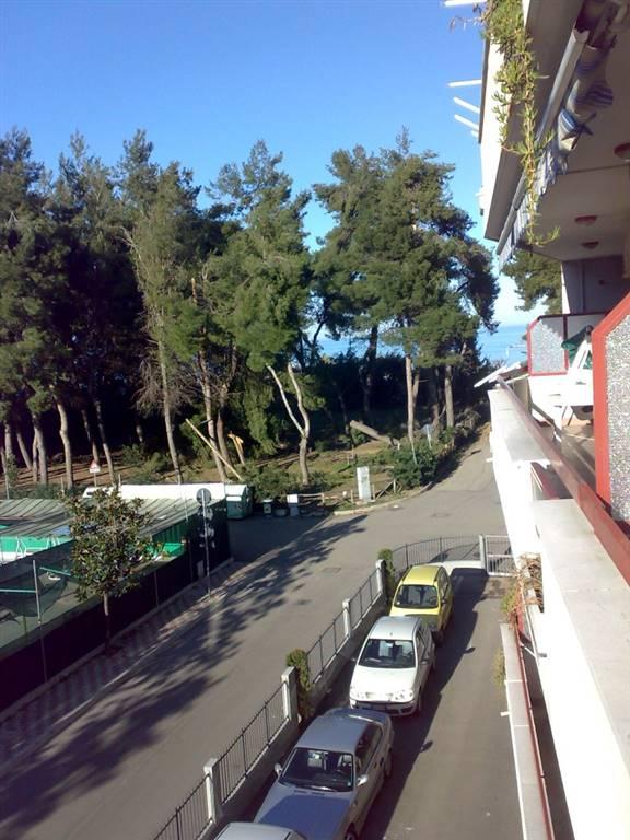 Appartamento in affitto a Montesilvano, 4 locali, prezzo € 450   CambioCasa.it