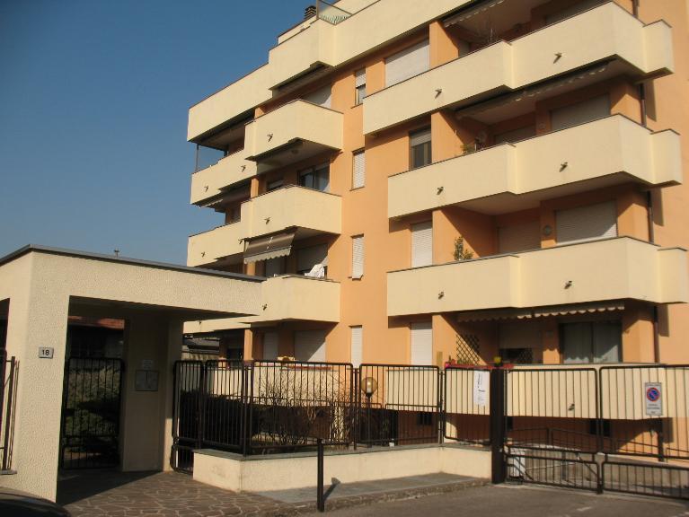 Appartamento in affitto a Saronno, 1 locali, zona Località: PISCINA, prezzo € 430 | PortaleAgenzieImmobiliari.it